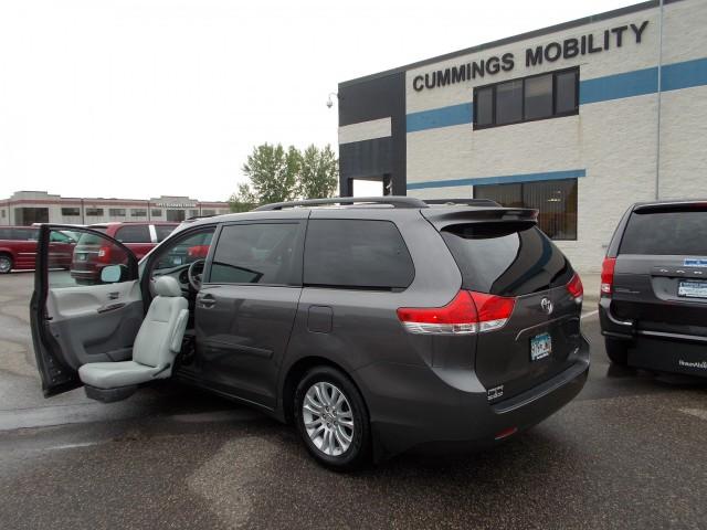 Ford Dealership Des Moines >> Wheelchair Vans and Handicap Van Sales MN & IA | Cummings ...